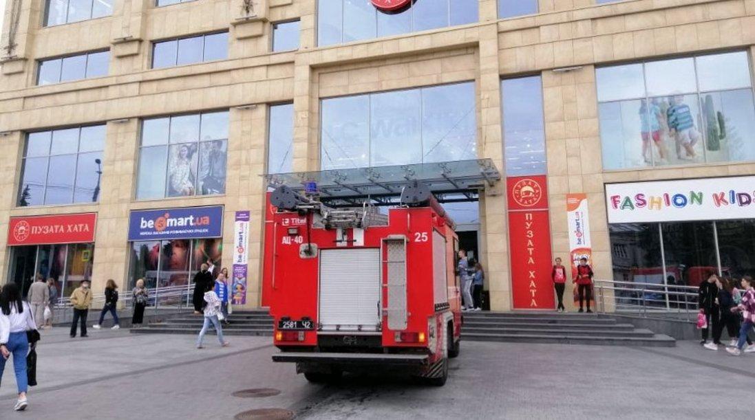 У луцький ЦУМ викликали пожежників