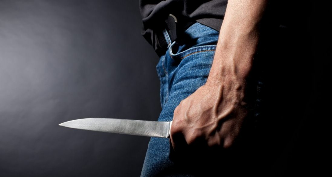 На Київщині чоловік вдарив ножем лікаря: останній помер