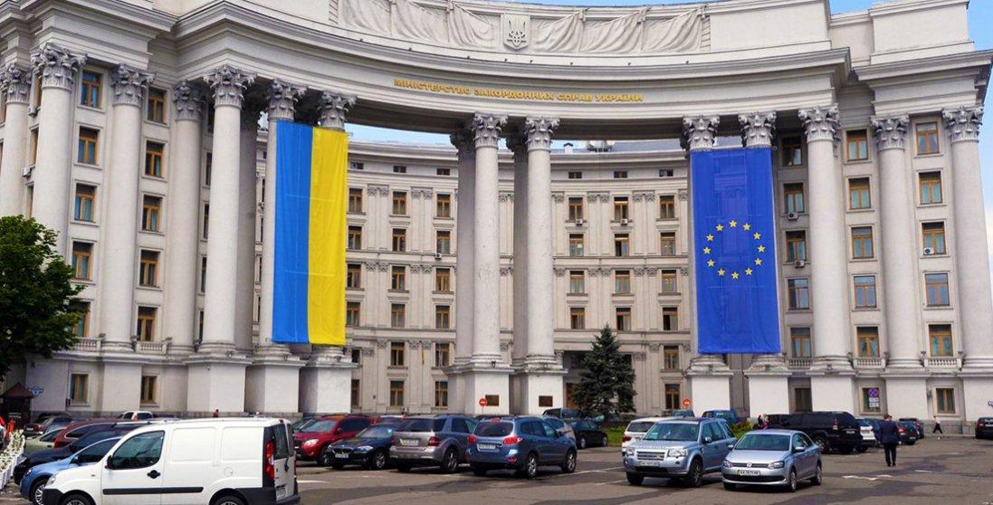 Як українцям безпечно виїхати за кордон: рекомендації МЗС