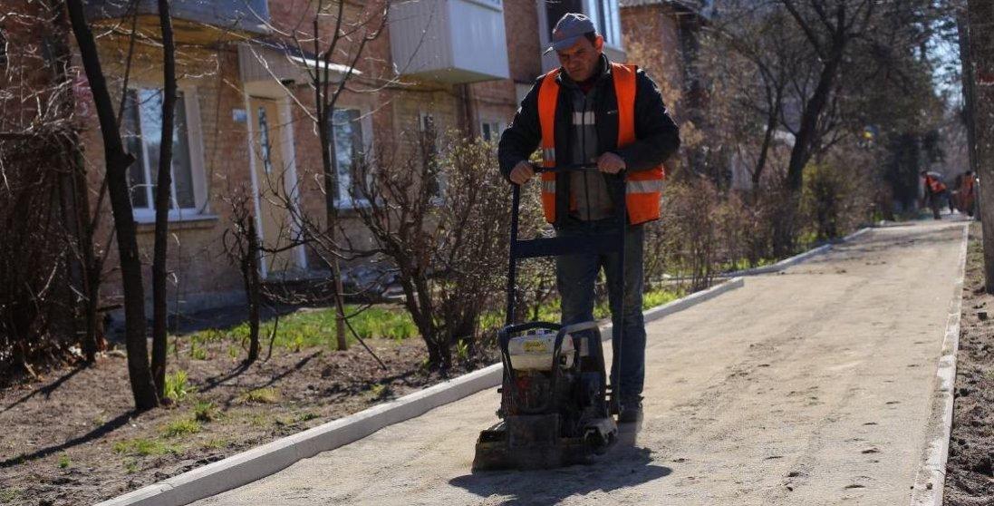 У Луцьку ремонтують тротуари
