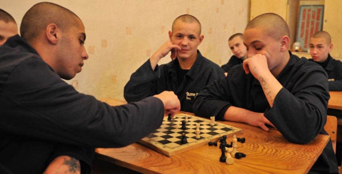 Поліція безсила: Київ тероризує банда малоліток