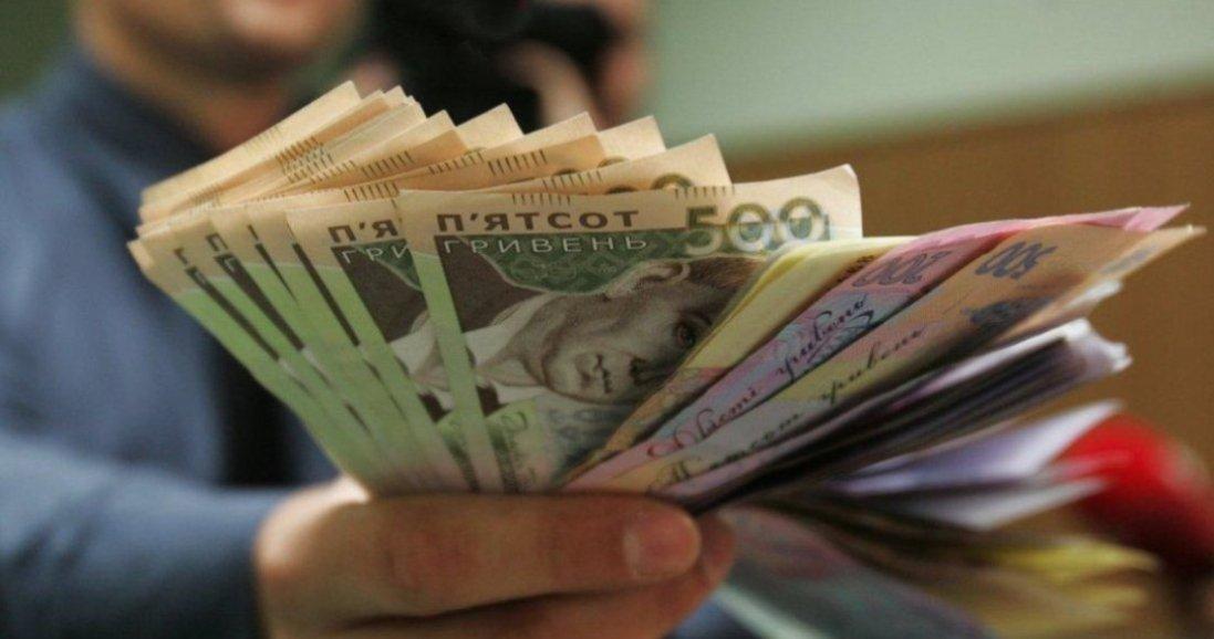 В Україні медикам хочуть підняти зарплати
