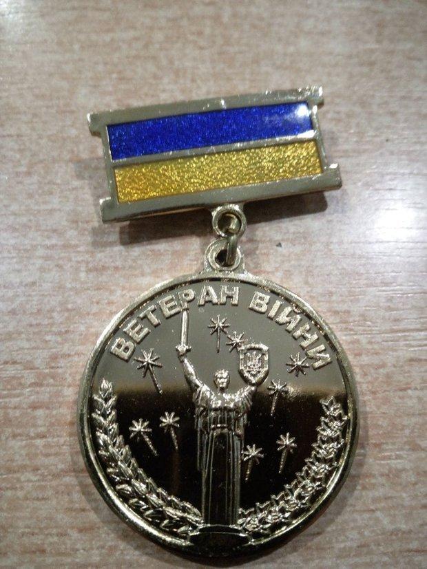 Таку медаль отримали українські військові / Фото з фейсбук-сторінки Мартіна Бреста