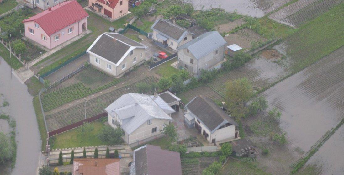 Через опади річка затопила село