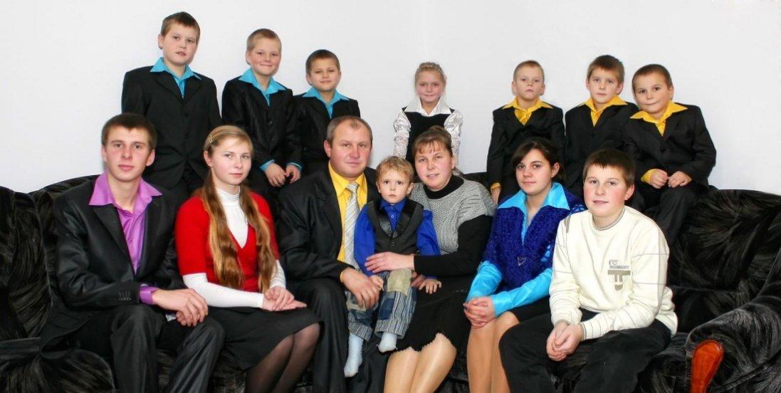 «Не розділяю дітей на своїх та прийомних», - багатодітний пастор з Волині