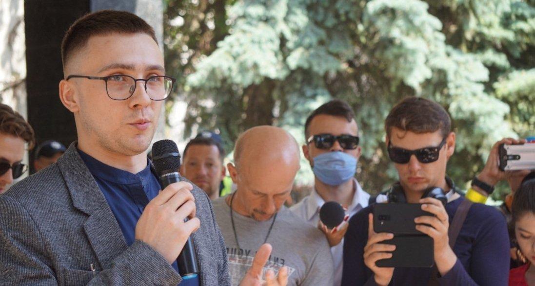 Суд скасував підозру одному знападників наСтерненка