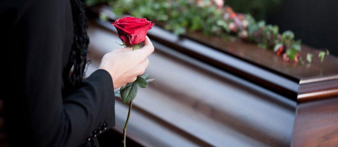 Сестри вперше зустрілися на похороні рідної матері