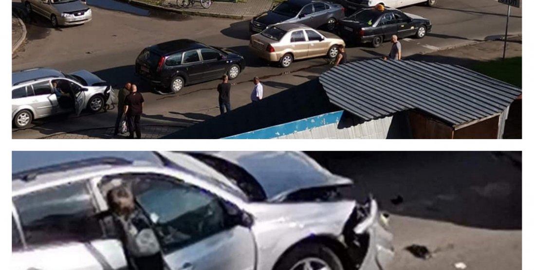 У Луцьку зіткнулися чотири автомобілі