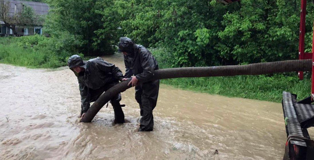 20 підтоплених будівель на Волині: рятувальники відкачали 5 тисяч кубометрів води