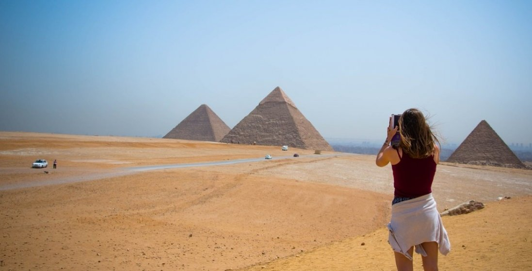 Хворих не меншає, а в Єгипті послаблюють карантин