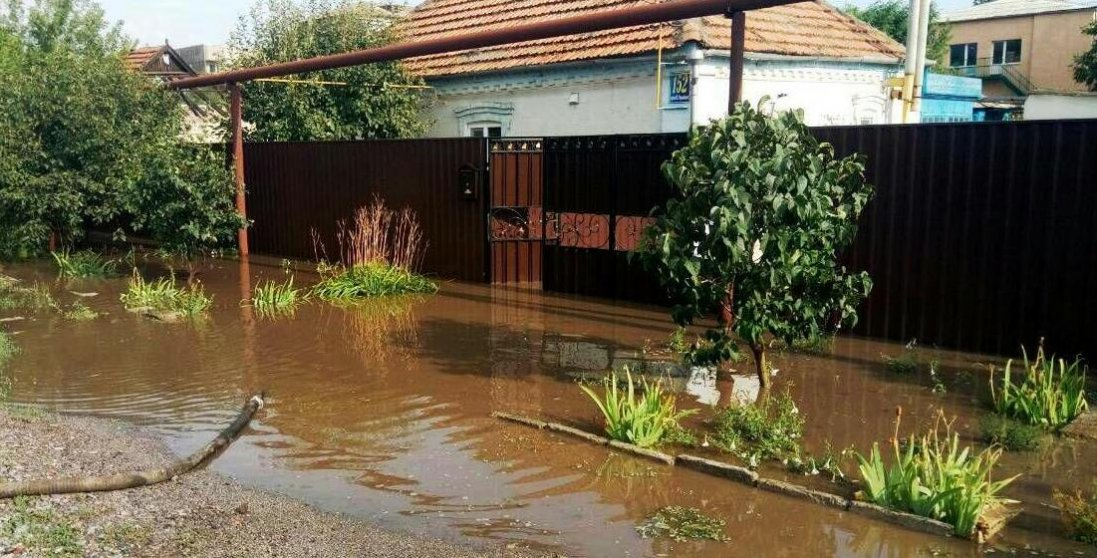 Нове лихо: у Херсоні за добу випала півмісячна норма опадів
