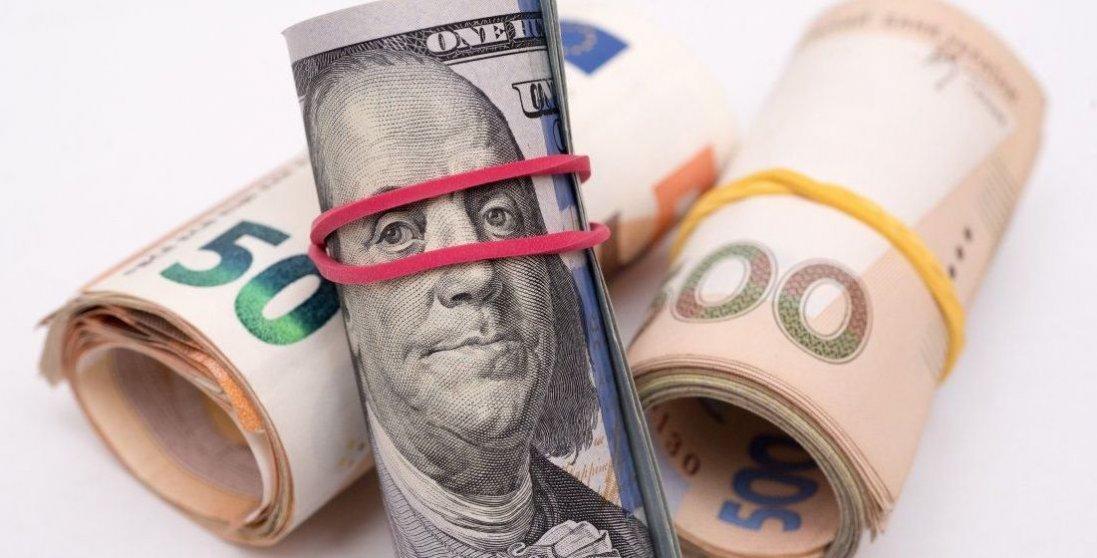 Долар знову почав зростати