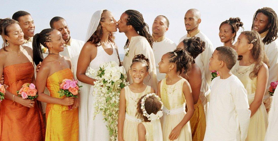 Наречений з коронавірусом заразив на весіллі 350 гостей