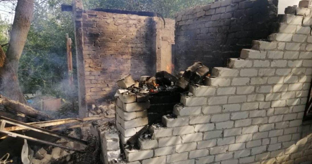 На Донбасі бойовики зруйнували два будинки