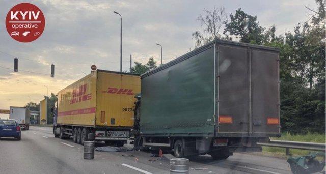 Аварія на участі двох фур на трасі Київ –Житомир /Фейсбук