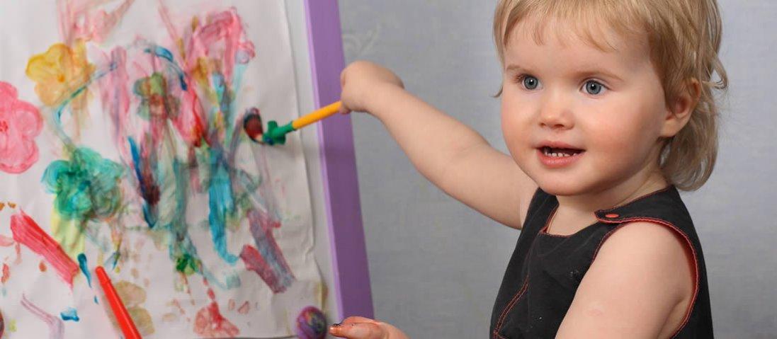 Як навчити дитину малювати