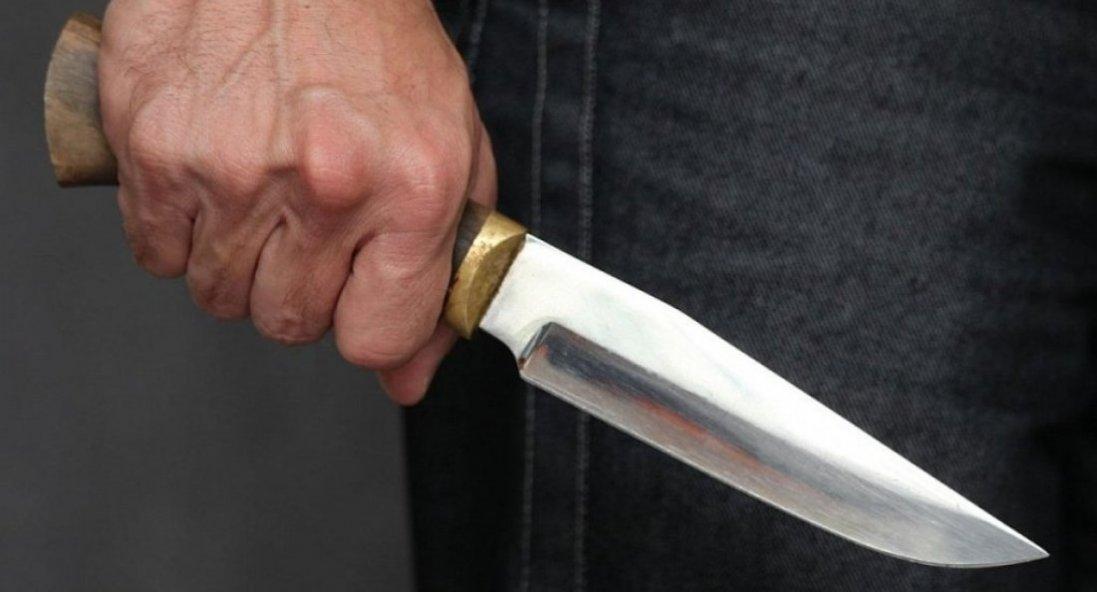 На Волині чоловік ножем порізав товариша та напав на жінок