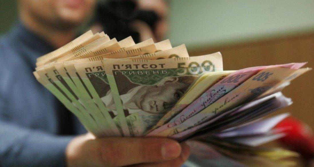 В Україні запланували три етапи підвищення мінімальної зарплати