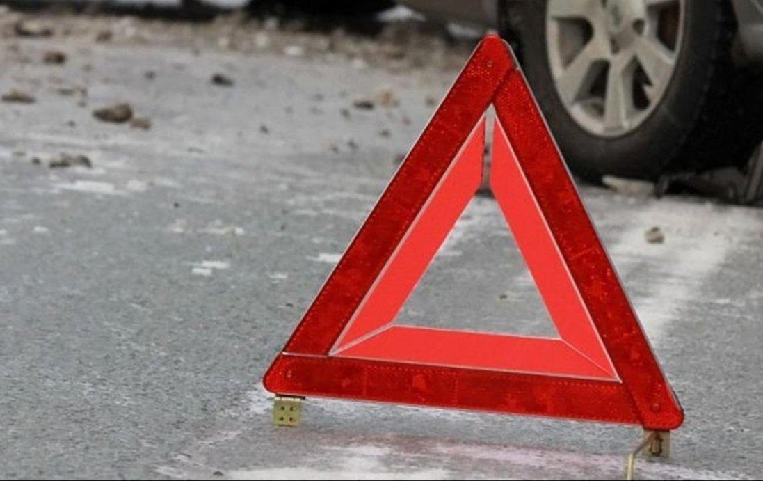 ДТП на Волині: автомобіль в'їхав в електроопору