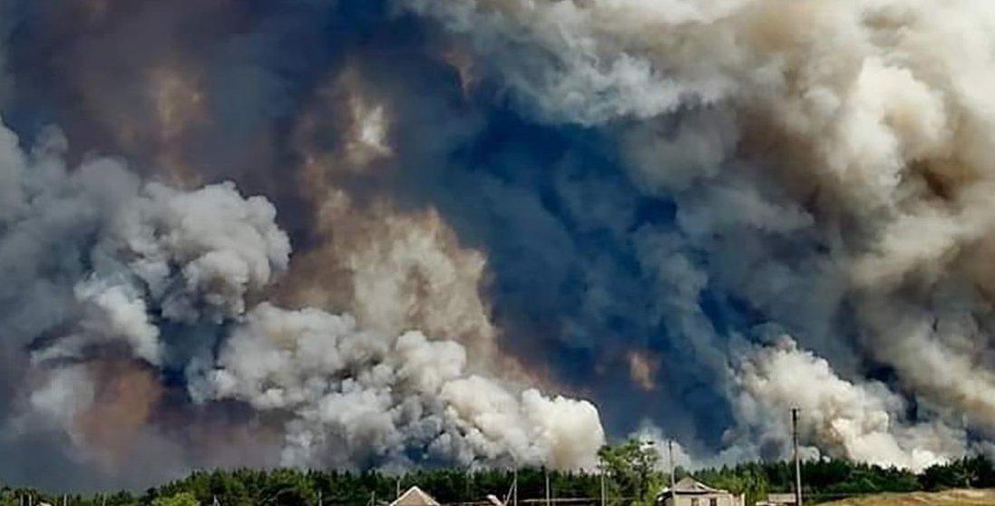 Пожежа на Луганщині: госпіталізовано 50 людей, 15 з яких — діти