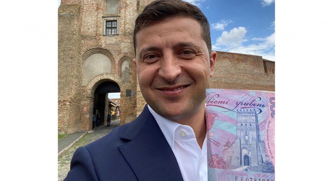 Зеленський у Луцьку фотографувався з грошима
