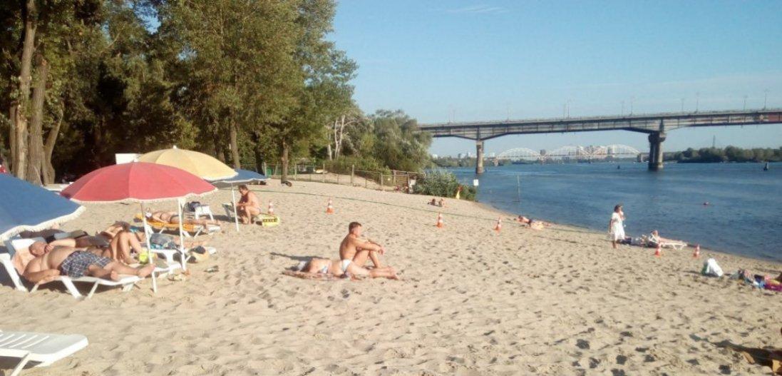 На яких пляжах Києва виявили кишкову паличку