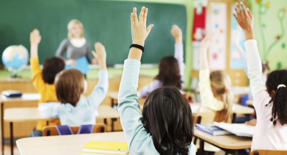 В Україні діти підуть до школи 1 вересня: назвали обмеження