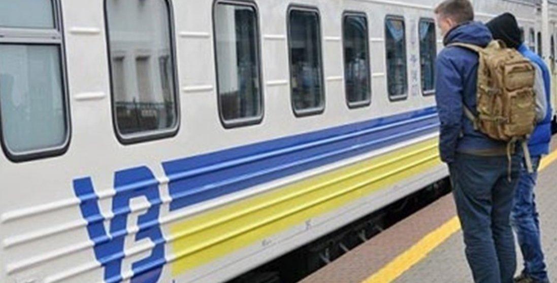 Вандали на залізниці: дві дівчинки рознесли вагон, щоб викласти це в «сторіс»