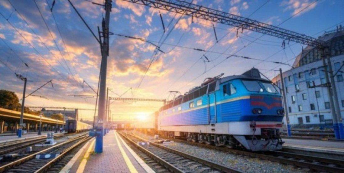 «Укрзалізниця» відновлює роботу: повний список поїздів і розклад