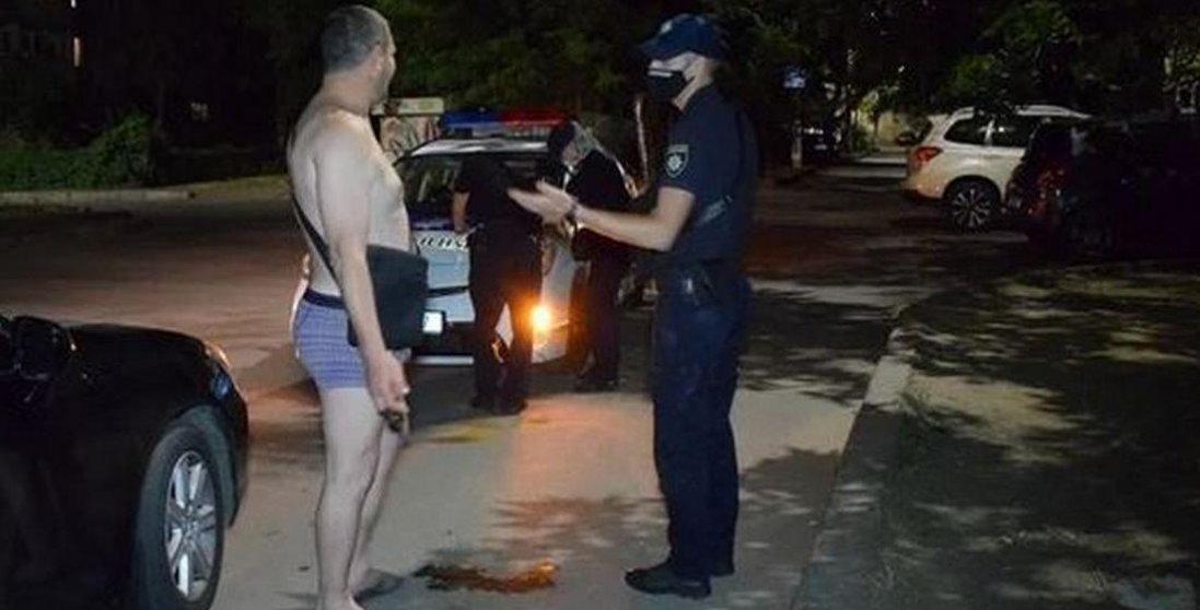 П'яний водій в одних трусах протаранив супермаркет