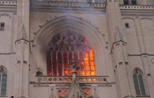 У Франції затримали підозрюваного у підпалі Нантського собору