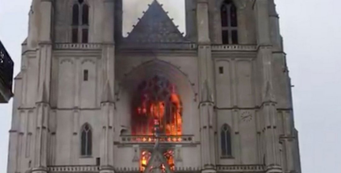 Пожежа собору у Нанті: волонтер зізнався у підпалі