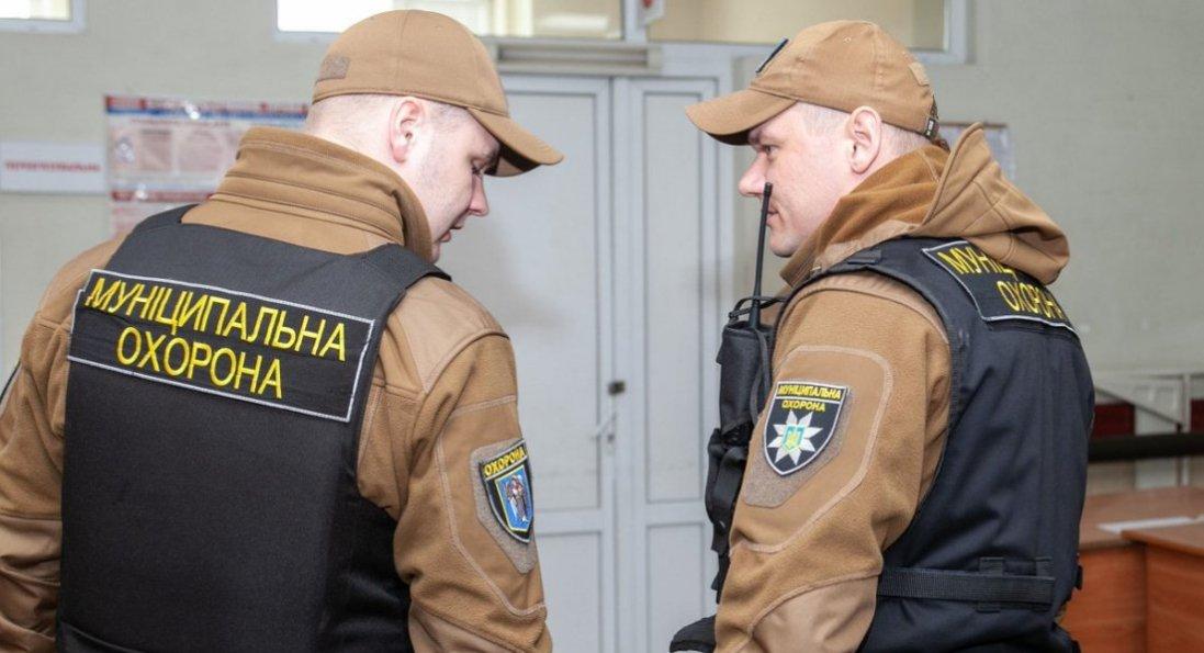 У Києві чоловік кидався на людей з ножицями