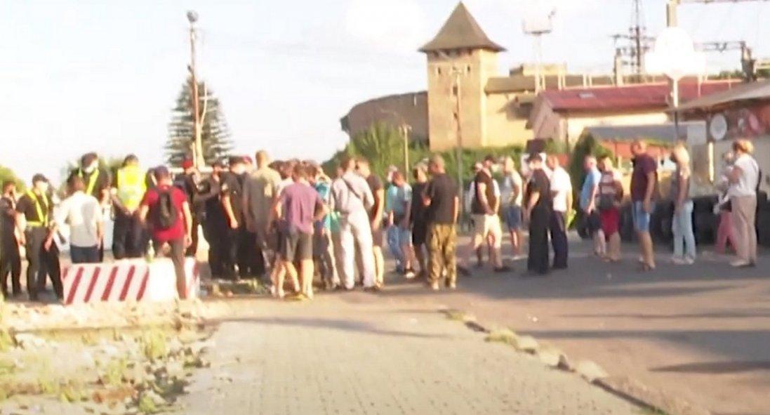 Сутички на Старому ринку Луцька: муніципали написали в поліцію заяви про напад