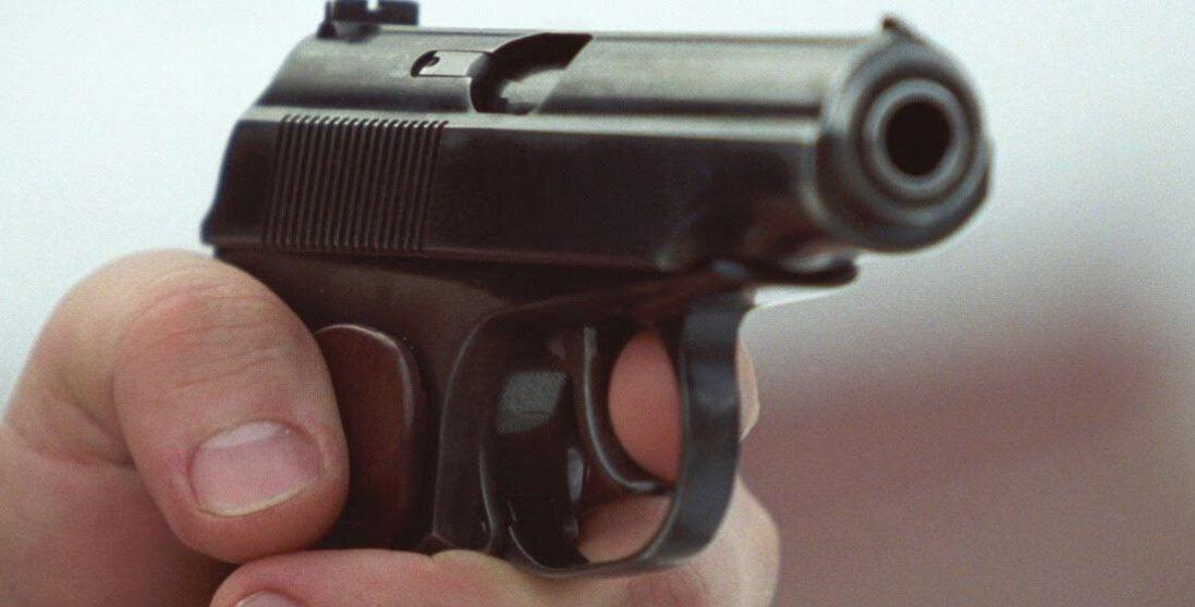 На Київщині чоловік влаштував стрілянину: постраждала 20-річна дівчина