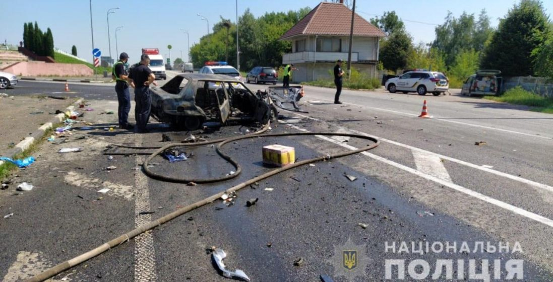 На Рівненщині в страшній ДТП постраждали шість людей