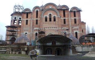 У Луцьку біля собору надірвалась стріла будівельного крану