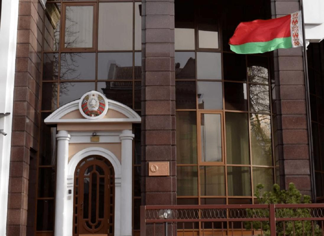 Мітинг під посольством Білорусі у Києві завершився  сутичками