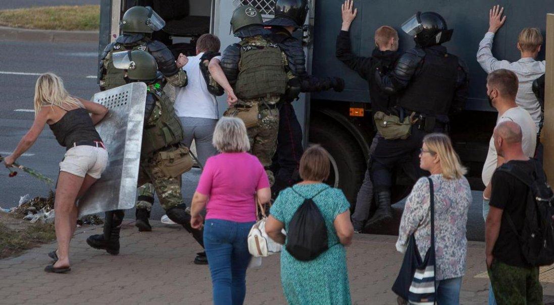 Зеленський вимагає від Білорусі звільнення затриманих українців