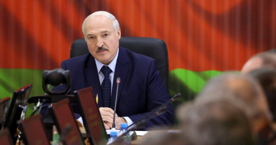 «Якщо ви підете ломити - відповісте», - Лукашенко до протестувальників