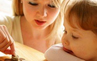 У Рівному почали відбирати назад допомогу у матерів-одиначок
