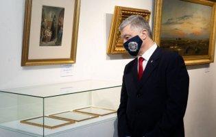 На картини Порошенка знову наклали арешт