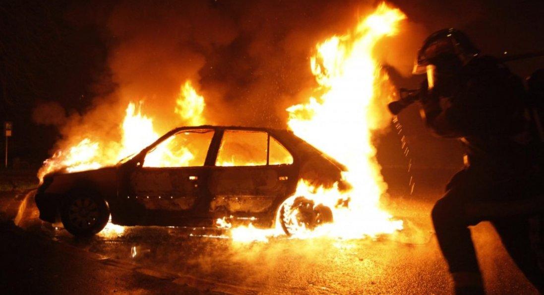 На Волині на трасі згоріло авто