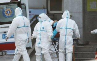 Боялися коронавірусу: у Рівному медики викинули тіло мертвої жінки у під'їзді житлового будинку