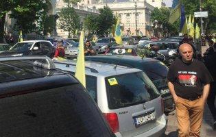 У Києві протестують «євробляхарі»: в центр стягують Нацгвардію