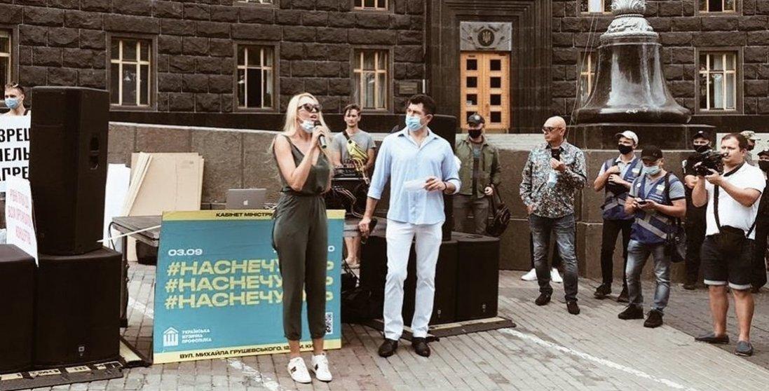 Полякова з іншими артистами мітингує під Кабміном: чого вимагає