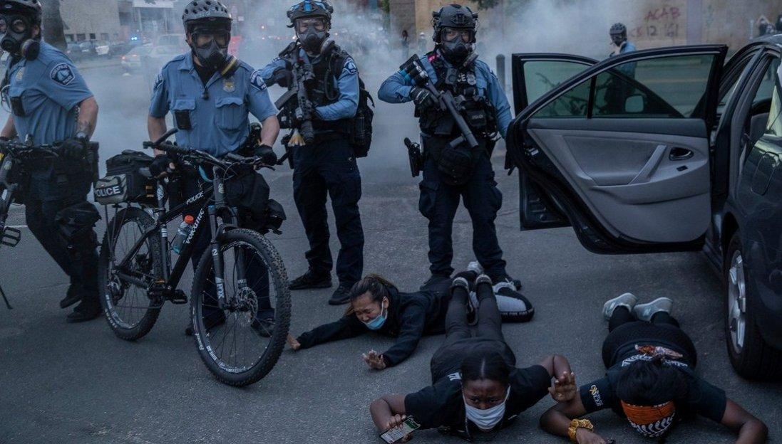 У США «копи» знову задушили афроамериканця: в країні спалахнули нові протести
