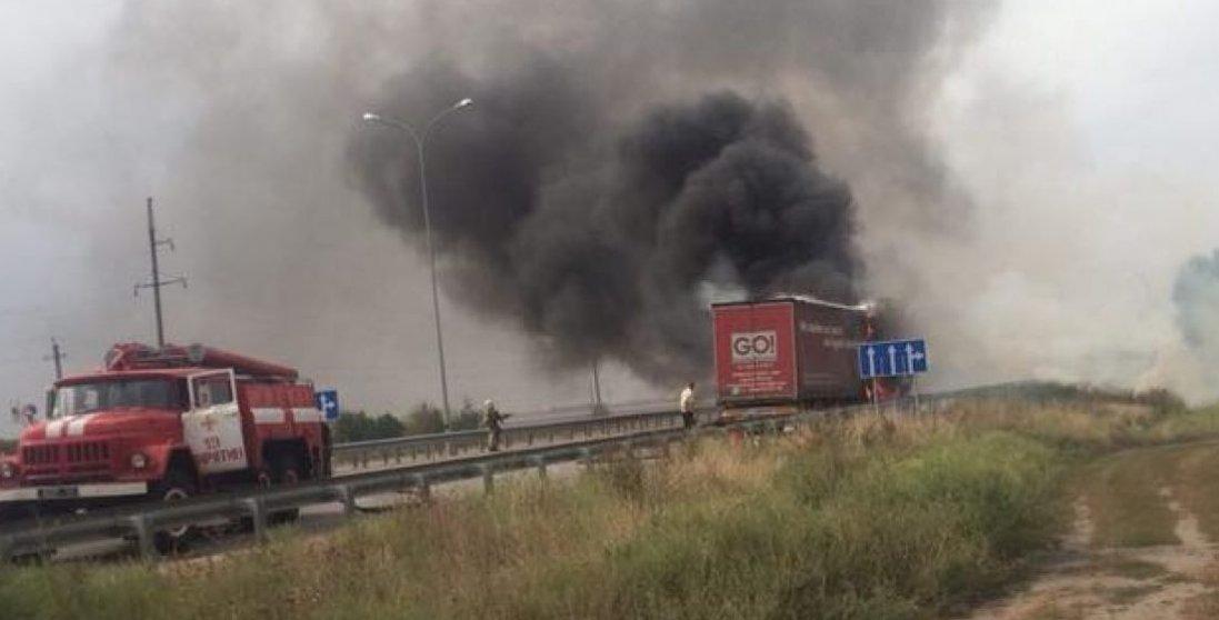 Оце маєш: на Волині під час руху загорілася вантажівка