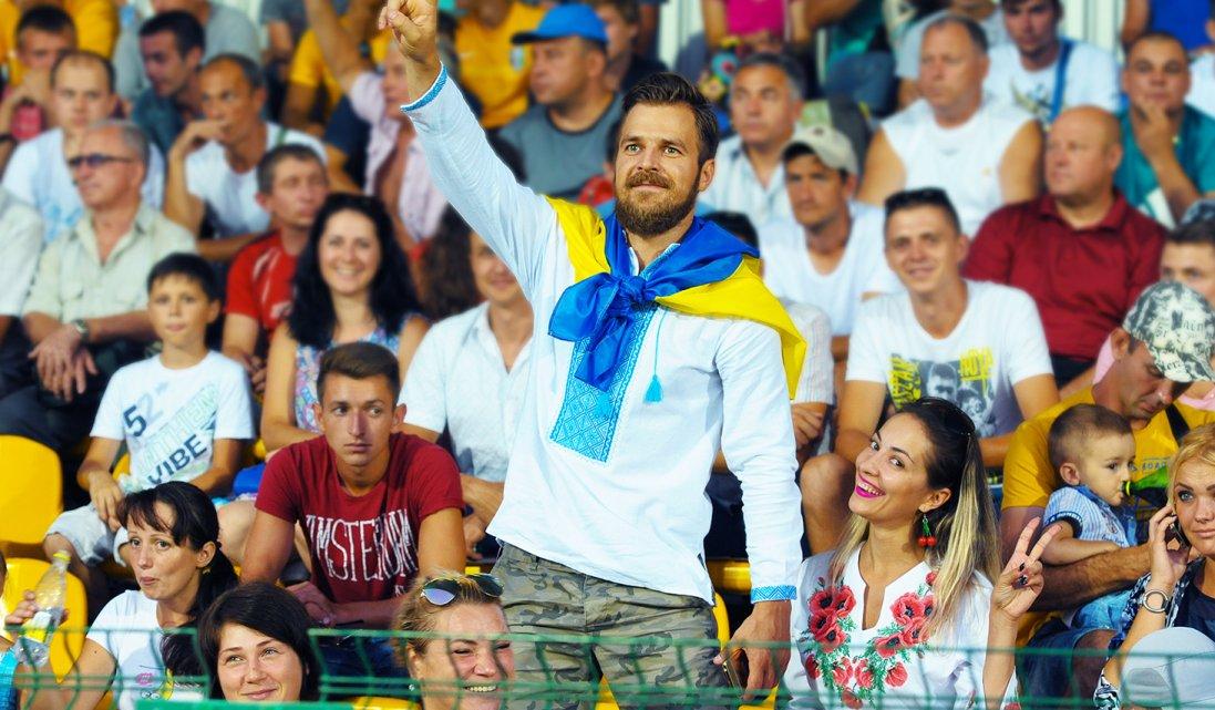 В Україні дозволили впускати вболівальників на матчі