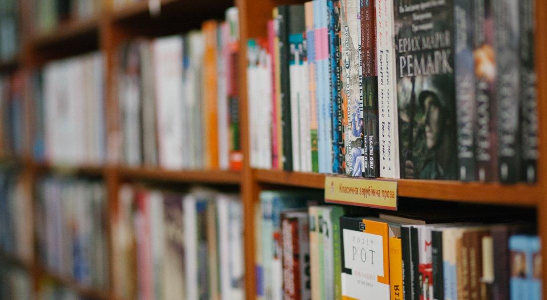 Мовний скандал: книгарня «Є»бере курс на російськомовні книжки